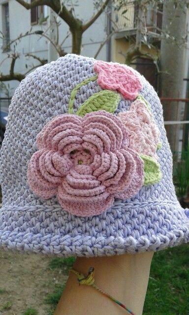 Cappellino uncinetto bimba