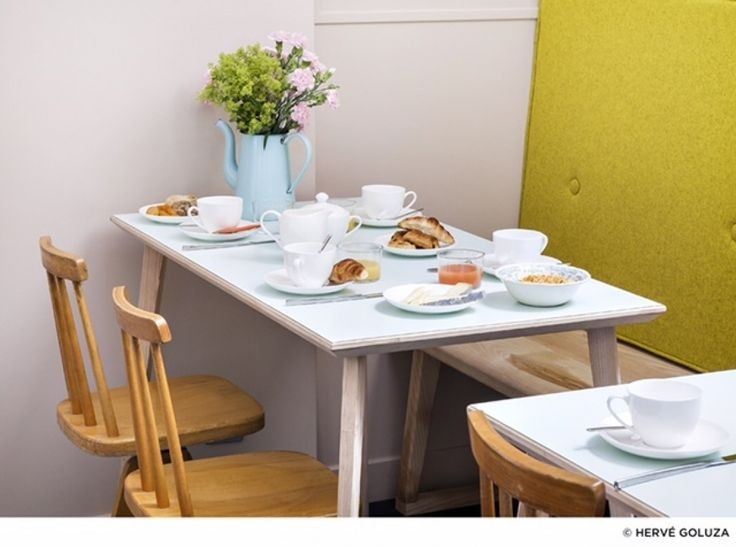 Cuisine coin repas repeindre dessus table en bleu pastel for Relooker une table de cuisine