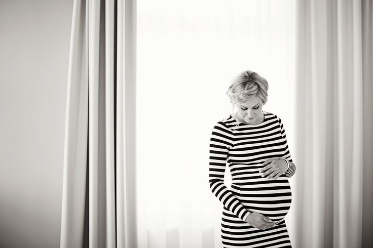 Maternity session Pregnant Maternity poses Lifestyle maternity session Gravidfotografering Gravid Bump © Emmelifoto