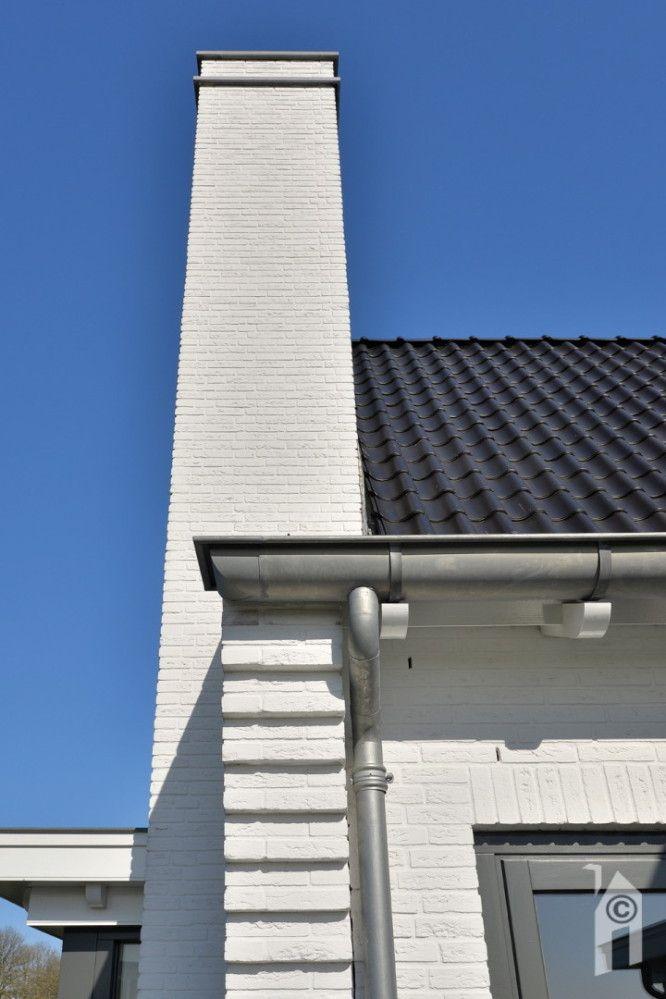 Details genoeg: oortjes, zink, gootklossen, dakpannen, kozijnen