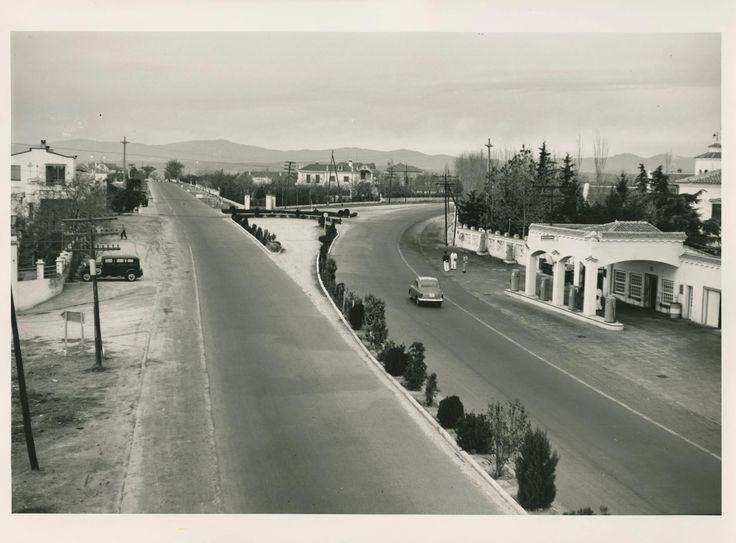 Carretera de La Coruña sentido salida. Desdoblamiento a la altura de Las Rozas. 1950s