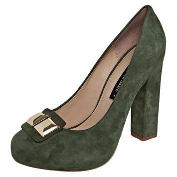 Este Scarpin verde está muito meigo. Salto quadrado não cansa tanto a perna. #ficadica