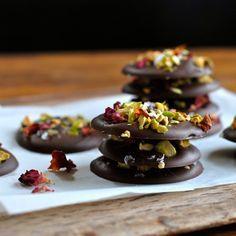 In de keuken: Chocoladeflikken met rozenblaadjes, zeezout en pis...