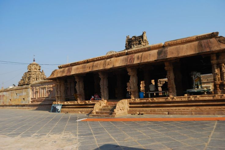 The Kodandaramy Swamy Temple in Vontimitta,Kadapa one of the oldest ones, around 450 years back.