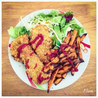 Kukoricapehelyben sült csirkemell édesburgonyával és salátával