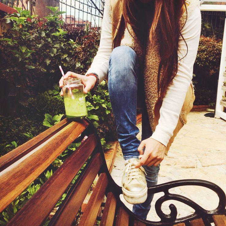 Beneficios de tomar jugos verdes: reducen los antojos y el apetito, te ponen de buen humor, eliminan la celulitis, aumenta el músculo, hidratan, desintoxican, alcalinizan el organismo, eliminan líquidos retenidos, te nutren celular mente, mejoran tu piel, eliminan grasa, oxigenan tu sangre!