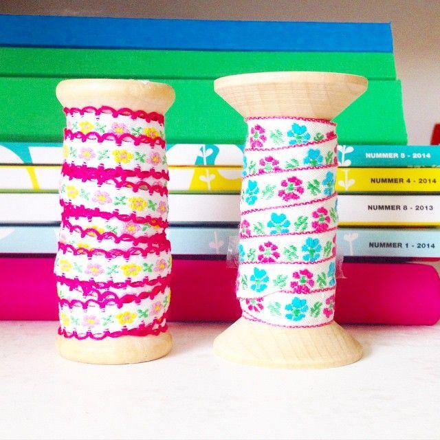 Nieuwe lintjes van de #xenos (met een stapeltje #flowmagazine op de achtergrond)  #kleuren #roze #lief #meisje #lint #diy #knutselen #woonkamer #interieur #decoratie #aankleding #inrichting /// New ribbons, almost too beautiful to use! #pink #girly #girl #colors #sweet #ribbon #crafts #kids #arts #flowers #interior #interiorinspo #interiorforinspo #livingroom #decorations #space