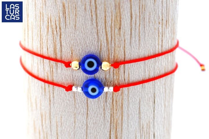 Tobillera nudo corredizo en hilo chino rojo con ojo turco en vidrio, terminales y balines bañados en oro o plata 925. #LTurca #DiseñoLatinoamericano #Moda #Vanguardia #HechoAMano #JoyeríaFina #LasTurcas #OjoTurco