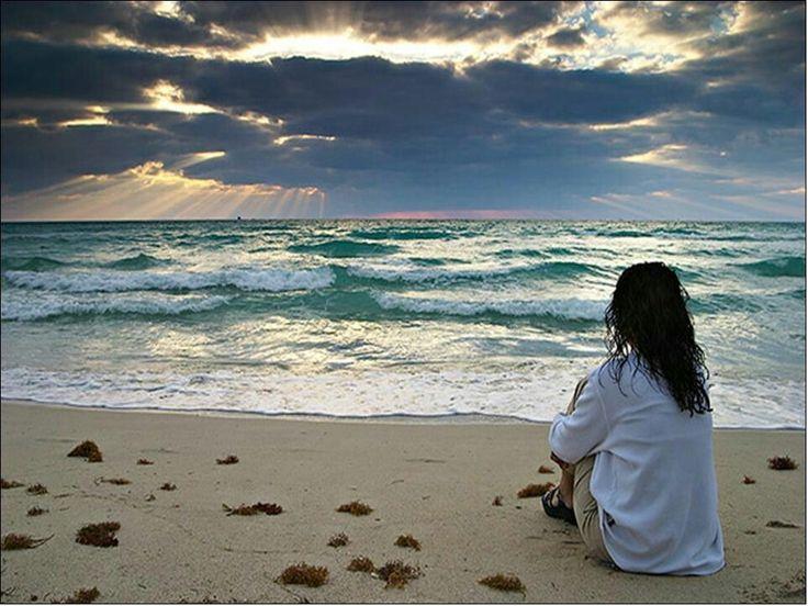 Non afferrarti al passato né ai ricordi tristi. Non riaprire le ferite che già si sono cicatrizzate. Non rivivere i dolori e le sofferenze passate. Quello che è passato è passato!D'ora in avanti, investi le tue forze nel costruire una nuova vita, orientata verso l'alto, e cammina in avanti, senza guardare indietro. Fai come il sole che nasce ogni giorno, senza pensare alla notte che è passata. Su, alzati … perché la luce del sole è fuori!   (Jaime Sabines)