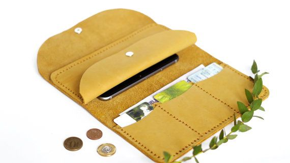 Porte-monnaie à la main en cuir sac à main carte titulaires portefeuille poche portefeuille portefeuille coloré en cuir carte porte monnaie pour femmes jaune portefeuille carte de crédit  __________________________________  Cette bourse est basée sur le bon sens : cest multifonctionnel. Dun côté est un portefeuille, de lautre côté est lembrayage. Le but de cette conception créative est de se débarrasser du désordre dont la simplicité et complexité. Quand je faisais ce portefeuille, jai…