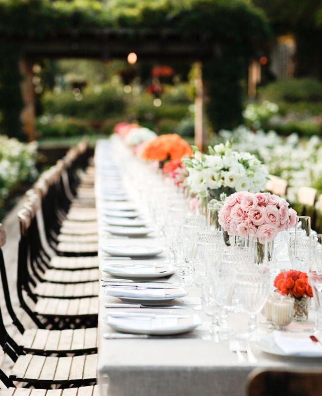 Beautiful arrangements of like-variety monochromatic flowers.Long Tables Centerpieces, Monochromatic Shades, Colors Palettes, Wedding Receptions Tables, Design Simple, Long Dining, Oren Design, Dining Tables, Monochromatic Centerpieces
