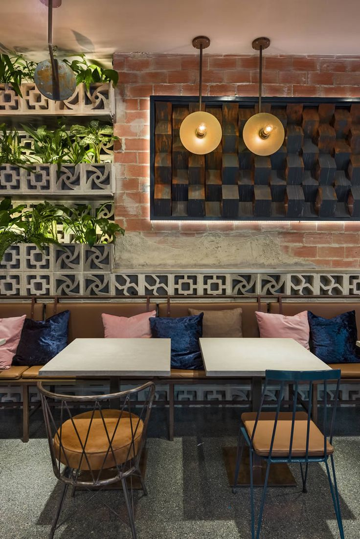 From baristas to mixologists, designers deliver stylish space that will woo Valencians from dusk till dawn...