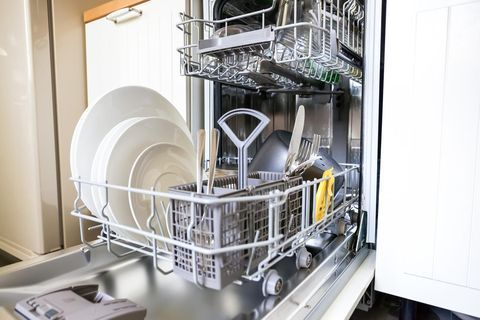 Få diskmaskinen skinande ren – tre enkla steg!