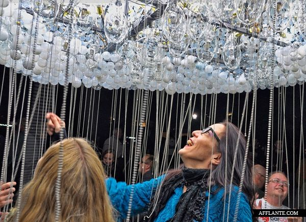 6,000 Light-bulbs Cloud Installation // Caitlind Brown | Afflante.com