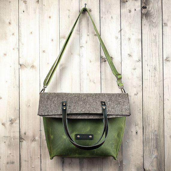Charakterstück Crossbody bag green leather and felt by werktat