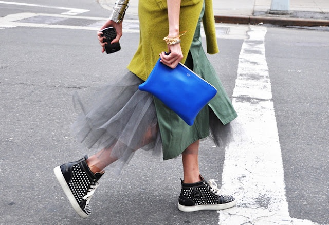 rockin kicks: Midi Skirts, Taylors Tomasi, Tulle Skirts, Street Style, Style Icons, Clutches Bags, Personalized Style, Tommy Ton, Street Chic