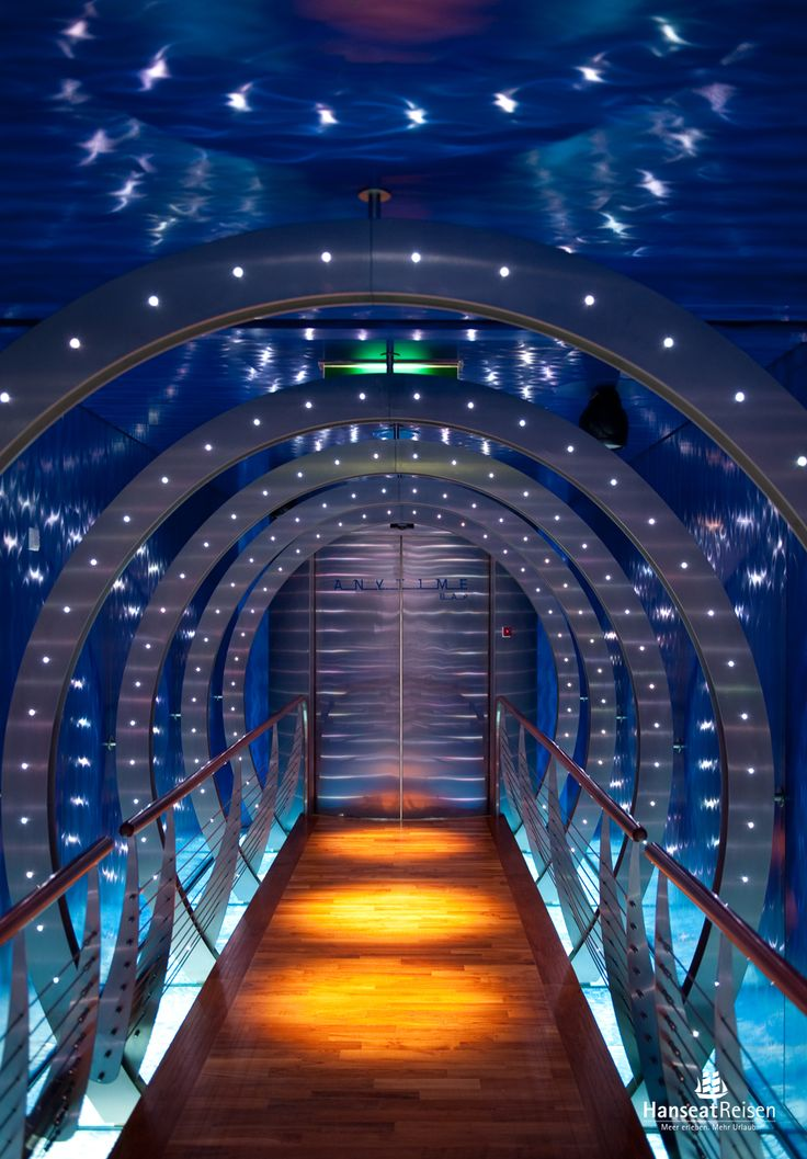 Wer kennt ihn nicht - den Tunnel zur Anytime Bar auf den AIDA Schiffen. Der Treffpunkt für Nachschwärmer und Discofans.