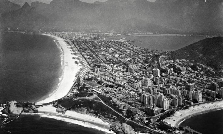 Nas décadas de 1930 e 1940, soldados da Escola de Aviação fizeram voos de reconhecimento sobre o Rio. Durante a missão, acompanharam a construção de novas vias do Centro, a especulação imobiliária que encheu Copacabana de prédios e levou os mais pobres ao subúrbio e aos morros da Zona Sul Foto: Museu Aeroespacial