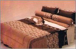 #Bedcover #FATA Collection #CoffeeBrown from #IGo4BedCover   COFFEE BROWN  Ukuran Sprei 180 x 200 cm Ukuran sprei No. 1 (Satu) Ukuran sprei Queen atau Ukuran Sprei Double Harga : Rp 300.000.00,- ( harga belum termasuk ongkos kirim ) Untuk Pemesanan Lihat halaman #IGo4Bedcover berikut https://www.facebook.com/notes/igo4-bedcover/cara-pemesanan/1374629126111701