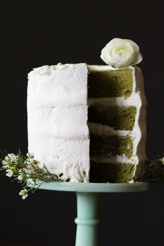 Matcha green tea and white chocolate cake // HonestlyYUM