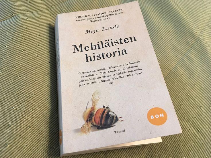 """""""Me tasapainoilimme kukin oksallamme kuin isokokoiset linnut, muovisäiliö toisessa kädessä ja höyhensivellin toisessa"""" —Maja Lunde, Mehiläisten historia (2016)."""