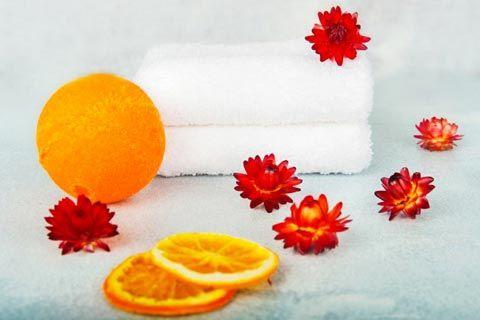 Badezusätze selber machen: Badebomben mit Orangenduft wirken anregend und harmonisierend. Reichern Sie Ihr Badwasser mit einer sprudelnden Badebombe an ...