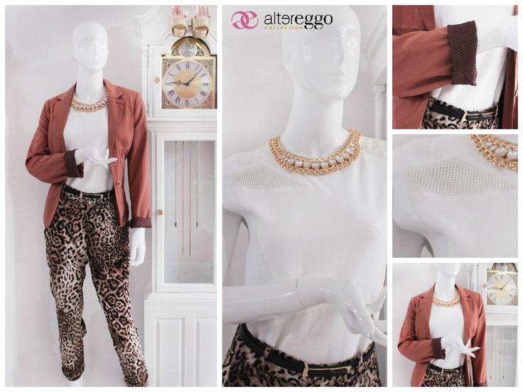 #moda #fashion #otoño #invierno #2014 #nueva #temporada #nueva #coleccion #NewCollection #moda #para #chicas #blazer #cafe #blusa #blanca #detalles #polipiel #pantalon #harem #animal #print #collar #dorado