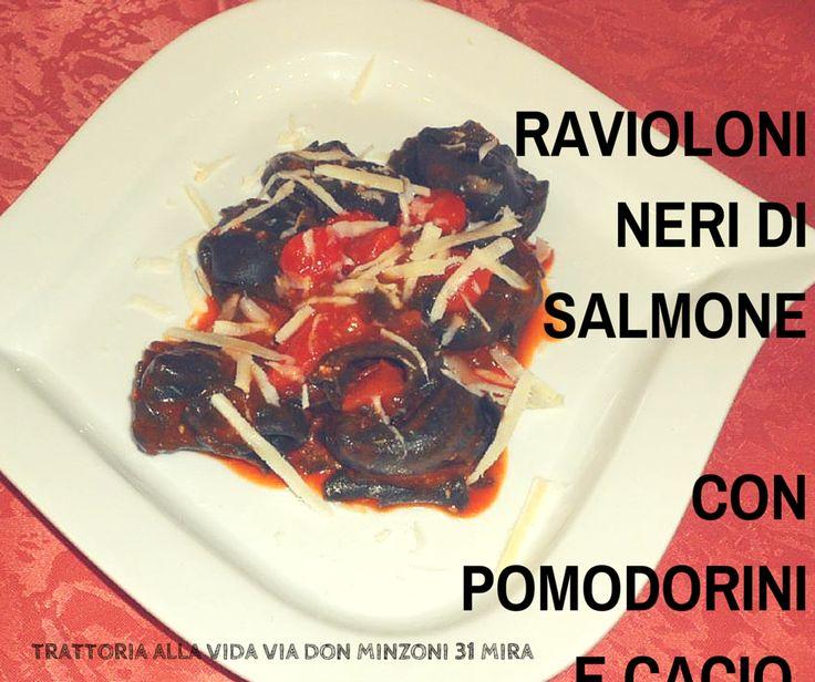 Nero ma buono, ma tanto buono! #salmone #pesce Telefonateci allo 041 422143 siamo sempre a vostra disposizione per qualsiasi richiesta!