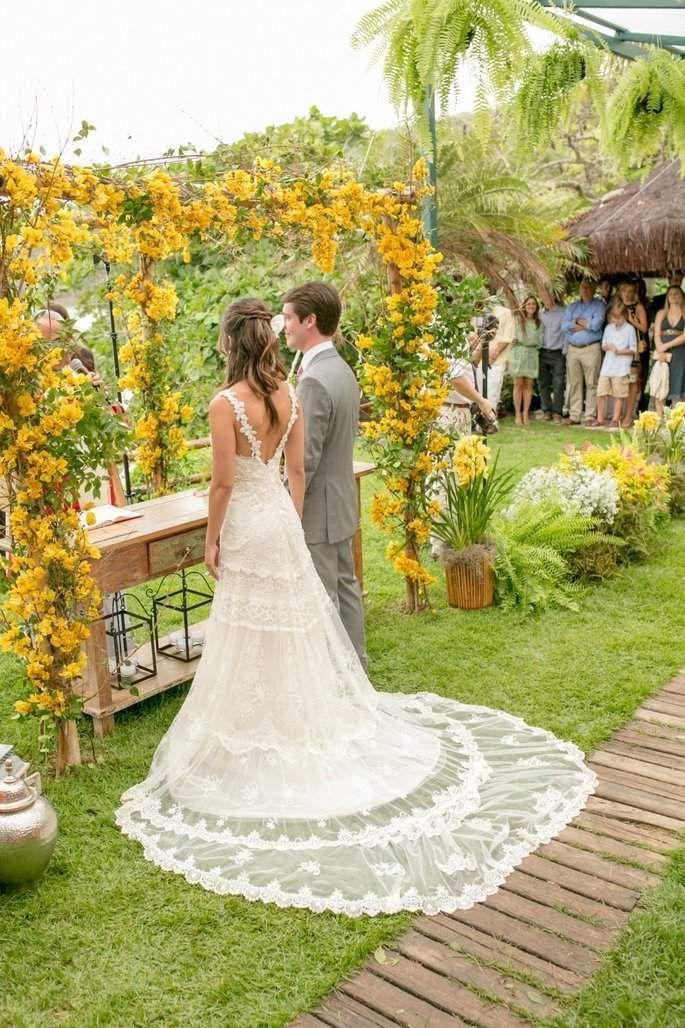 Casamento na praia de Camila & Beto em Búzios: r…