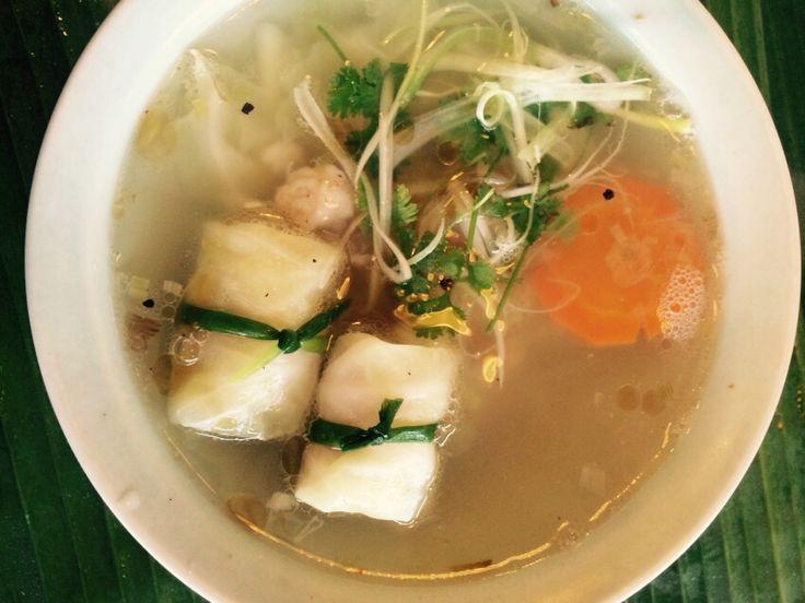 Sopa de repollo relleno de camarón ( receta vietnamita)