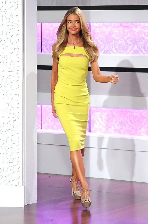 "Who: Denise Richards  Wearing: Lemony cutout sheath, neutral platform sandals  Where: ""Kris"" taping in Burbank, California"