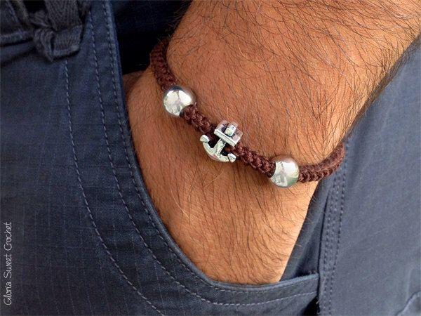 Braccialetti da uomo, realizzati a uncinetto in puro cotone. di GloriaSweetCrochet su Etsy https://www.etsy.com/it/listing/280609282/braccialetti-da-uomo-realizzati-a
