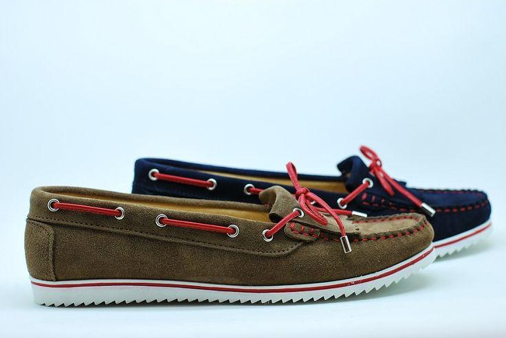 Kiowas marineros. Cada detalle se ha cuidado para hacer un modeloen piel diferente, cómodo y muy veraniego. www.dicarolo.com