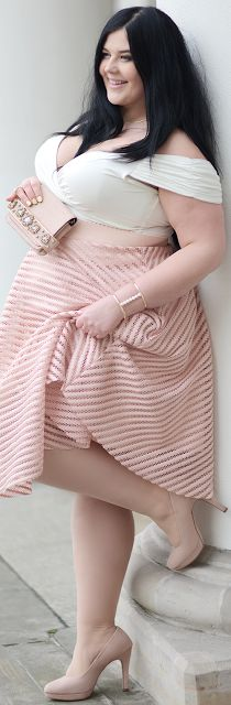 Plus Size Fashion for Women | ewokracja #slimmingbodyshapers   Who says plus size can't wear horizontal stripes? Work it gorgeous! slimmingbodyshapers.com