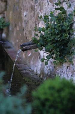 Fountain image via Vinzano dot com, as seen on linenandlavender.net