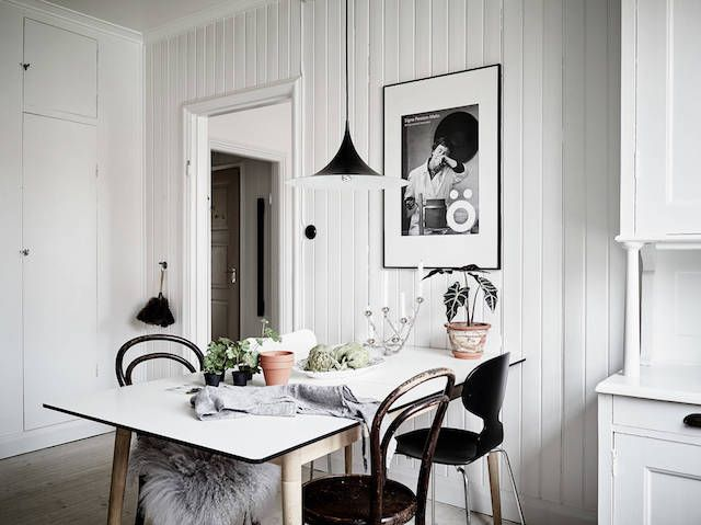 Wood panel walls in a swedish home / Stadshem