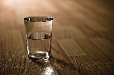 Сколько грамм в стакане - таблица веса. Как измерить вес сыпучих и жидких продуктов гранеными стаканами