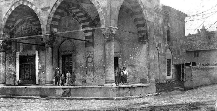 Eskişehir - Odunpazarı Mevlevihane ve caminin avlusu