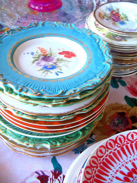 mixed pattern home decorating ideas - vintage plates for everyday dining