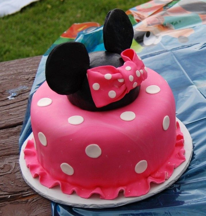 I need a little girl to make this for! MINNIE MOUSE CAKE
