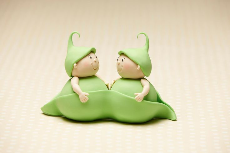 """""""Two Peas in a Pod""""...adorable!!! Made by cake designer Debra Brown, owner of Debbie Brown Cakes in London, England...."""