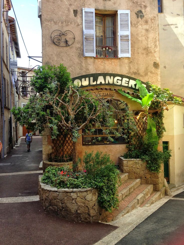 Boulangerie in old Antibes, Provence, France.