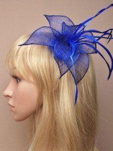 Bibi sur pince à clip pour mariage/course/bal de promotion Motif fleur en sinamay avec plumes Bleu roi