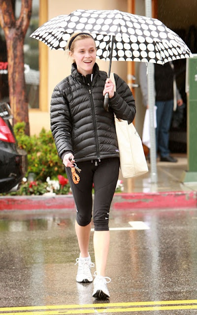 Patagonia keeps Reese Witherspoon warm! http://bit.ly/zZ5qYD