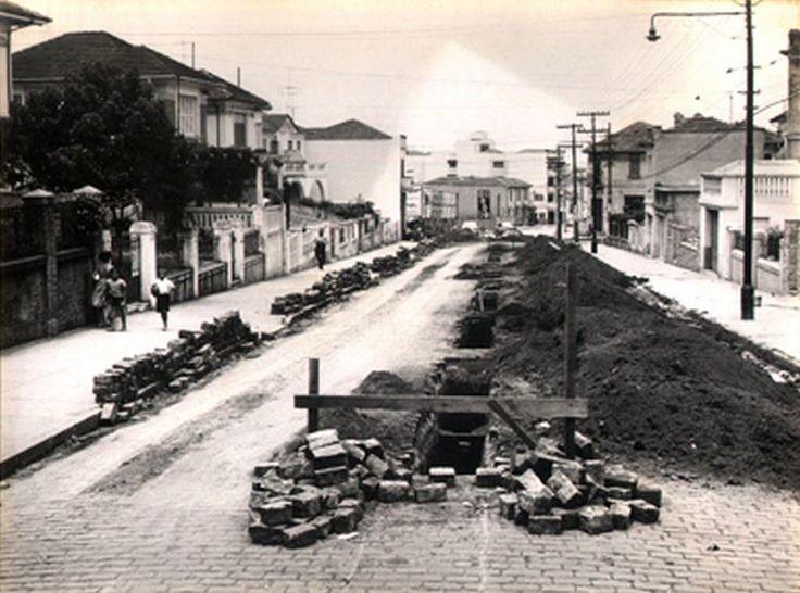22-11-1958 - Rua Vergueiro, na Vila Mariana, vista das proximidades da avenida Domingos de Morais em direção à avenida Lins de Vasconcelos.