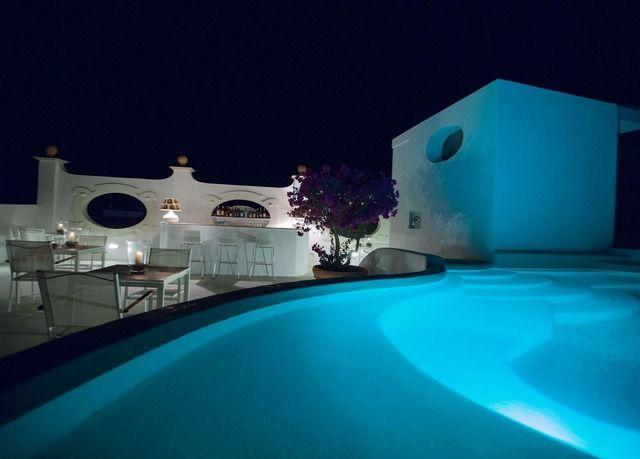 Un tempo Casa padronale, oggi elegante hotel adagiato sulla splendida baia di Canneto a pochi passi dalla spiaggia - con colazione (anche in camera!), e tanti extra.