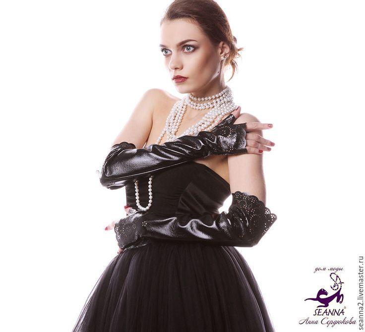Купить Длинные перчатки без пальцев, митенки из лаковой эко-кожи перфорирован - митенки женские
