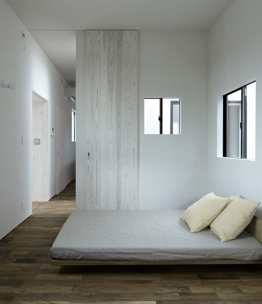 white walls / no frames no coving no cobwebs / well maybe one cobweb