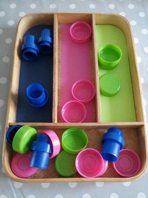 Tri des couleurs, recyclage de bouchons