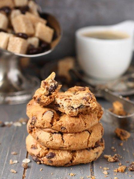 1 EL Butter, 2 EL brauner Zucker, 2 TL Milch, 3 EL Mehl, 2 EL Schokoladentropfen Butter schmelzen, mit Zucker und Milch verrühren. Mehl und Schokoladentropfen dazugeben und verkneten. Den Teig zu einem Cookie formen, auf einen Teller legen und auf höchster Stufe für 60 Sekunden in der Mikrowelle backen.